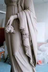 """Königin Luise"", Tonmodell, 2004, 220 cm x 100 cm<span class=""en""> | ""Queen Luise"", clay model, 2004, 220 cm x 100 cm</span>"